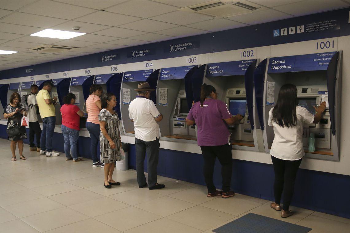 Agências bancárias funcionam nesta segunda-feira e fecham na terça-feira e  no dia 1º - O Documento